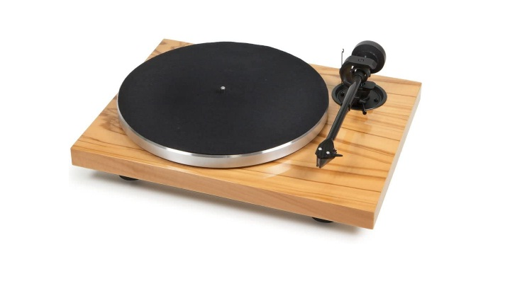 Pro-Ject 1Xpression Carbon Classic Turntable With Ortofon 2M Silver Cartridge